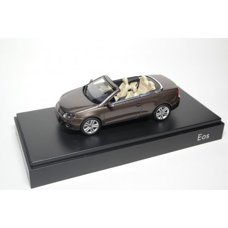 Kyosho Volkswagen Eos II 2011 - Black Oak Brown Metallic