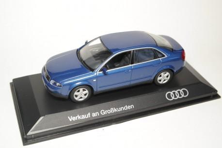 Minichamps Audi A4 Limousine 2.8 B6 2000 - Denim Blue Metallic