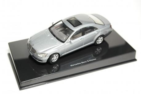 AUTOart Mercedes-Benz S-Class W221 2005 - Andorite Grey Metallic
