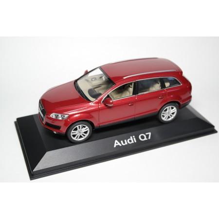 Schuco Audi Q7 V8 4.2 FSI quattro 4L 2005 - Garnet Red Pearl Effect