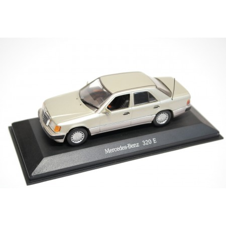 Minichamps Mercedes-Benz 320 E W124 MOPF 1992 - Smoke Silver Metallic
