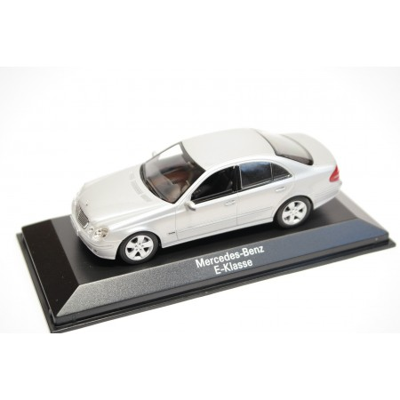 Minichamps Mercedes-Benz E-Class W211 2002 - Brilliant Silver Metallic