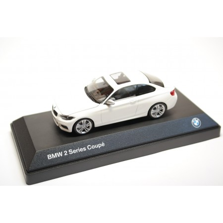 iScale Minichamps BMW 2 Series Coupé F22 2014 - Alpine White