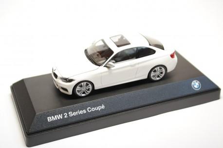 iScale Minichamps BMW 2 Series Coupé F22 2014 - Alpine White