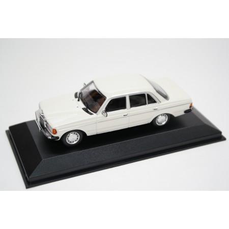 Maxichamps Mercedes-Benz 230 E W123 1982 - Classic White