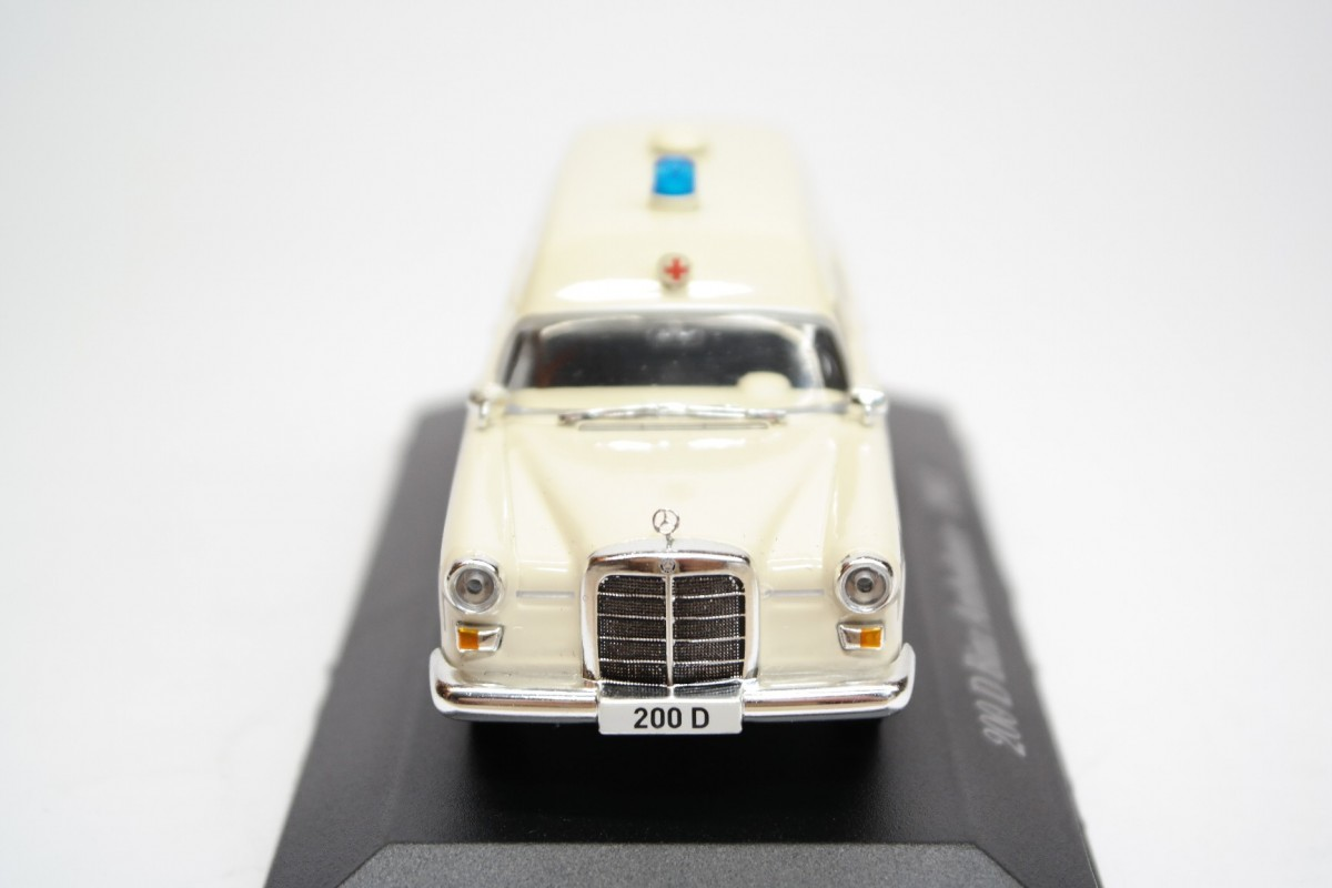 1965 MERCEDES COLLECTION SCALA 1//43  #67 DIE CAST 200 D BINZ AMBULANCE