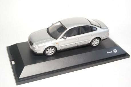 Schuco Volkswagen Passat V6 4motion Limousine B5 Facelift 2001 - Satin Silver Metallic