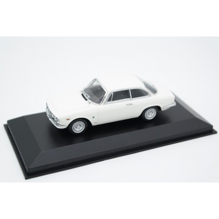 Maxichamps Alfa Romeo Giulia Sprint GTA 1965 - Hawthorne White