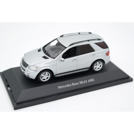 Minichamps Mercedes-Benz ML 63 AMG W164 2006 - Iridium Silver Metallic