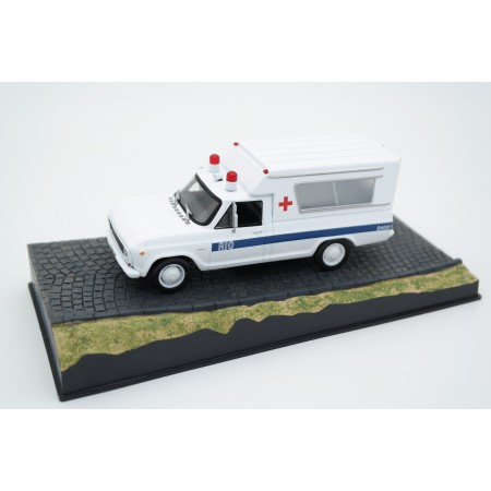 "Altaya Chevrolet C10 Ambulance ""Moonraker (1979)"" 1974 - White"