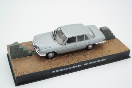 """Altaya Mercedes-Benz 450 SEL W116 """"For Your Eyes Only (1981)"""" 1973 - Light Grey Silver Metallic"""
