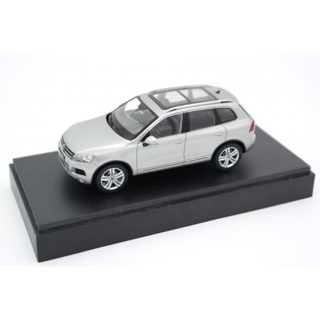 Schuco Volkswagen Touareg II 7P5 2010 - Tungsten Silver Metallic