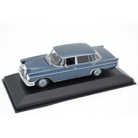 Maxichamps Mercedes-Benz 300 SE Long W112.015 1963 - Blue Poly Metallic