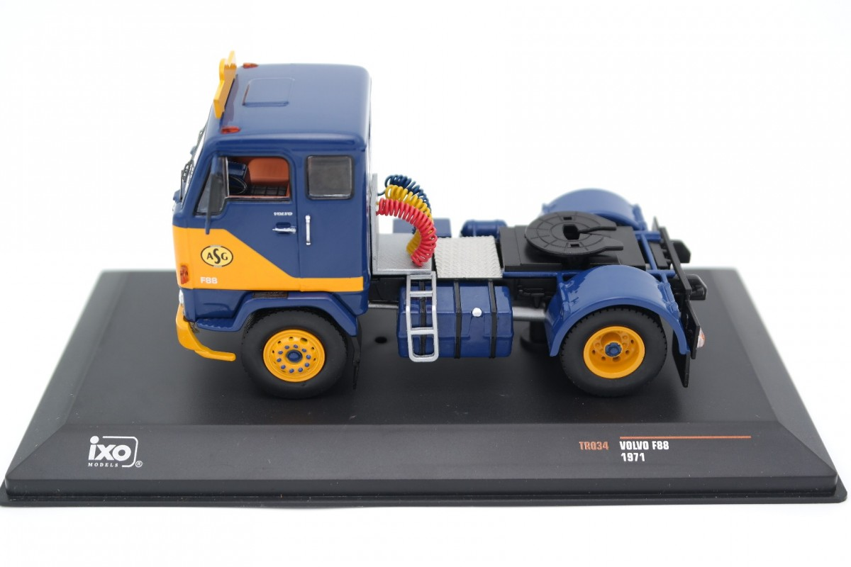 IXO TR034 1:43 VOLVO F88 ASG 1971 BLUE//YELLOW