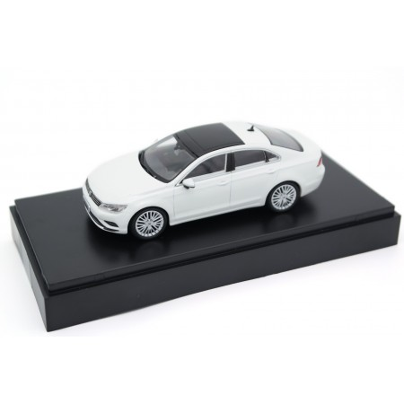 Schuco Volkswagen Lamando 1.8 330 TSI 2015 - Candy White