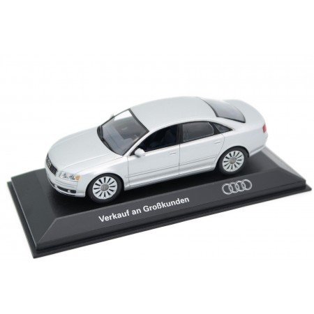 Minichamps Audi A8 4.2 quattro D3 Phase I 2003 - Light Silver Metallic