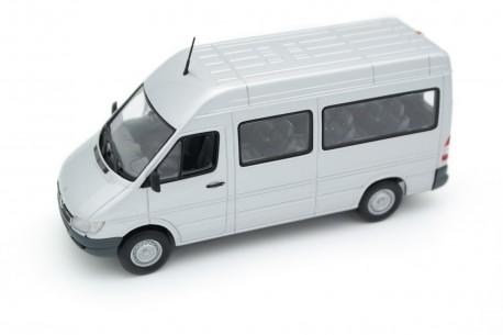 Minichamps Mercedes-Benz Sprinter 316CDI Bus W903 T1N Facelift 2000 - Zircon Silver Metallic