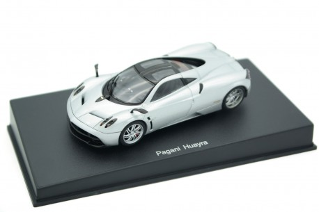 AUTOart Pagani Huayra 6.0 V12 2012 - Liquid Silver Metallic