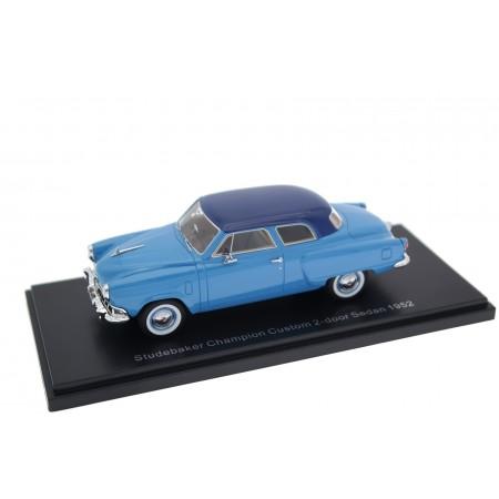 Neo Scale Models Studebaker Champion Custom 2-door Sedan F1 1952 - Maui Blue with Nocturne Blue Roof