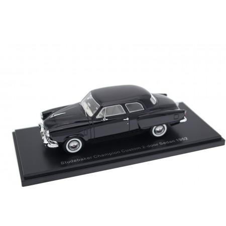 Neo Scale Models Studebaker Champion Custom 2-door Sedan F1 1952 - Velvet Black
