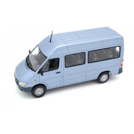 Minichamps Mercedes-Benz Sprinter 316 CDI Bus W903 Facelift 2000 - Pearl Blue Metallic